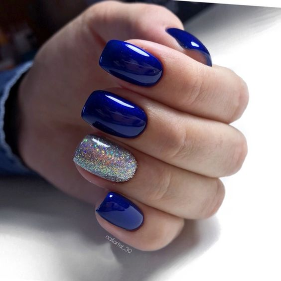 Glitter navy blue nails
