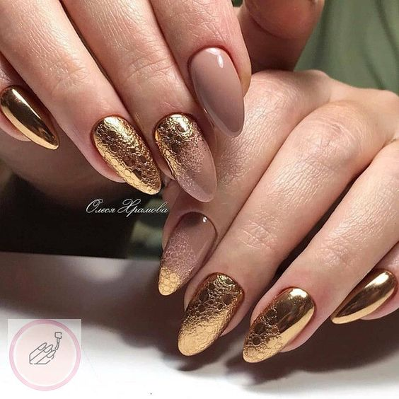 Golden nails with bubble effect
