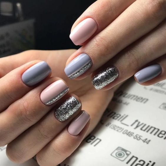 Gray pink manicure with glitter