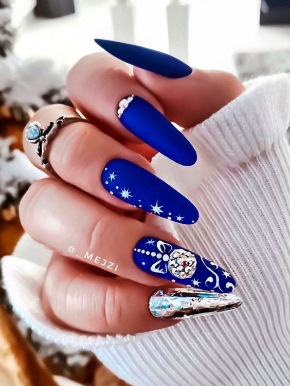 Navy blue nails for winter