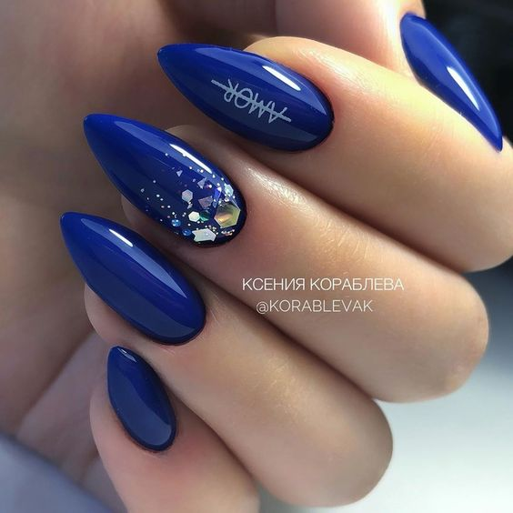Navy blue nails with glitter