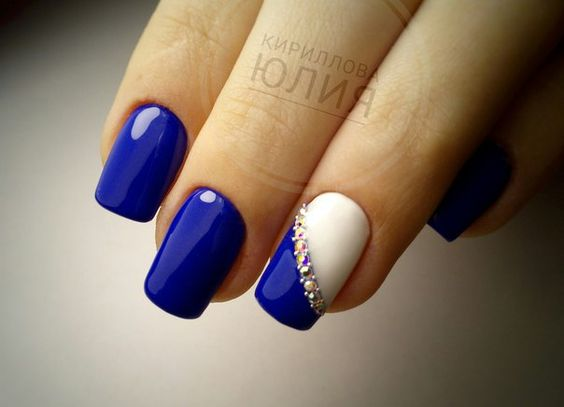 Navy blue nails with white design