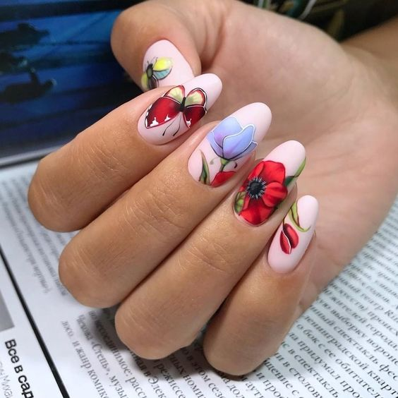 Nails with flower patterns