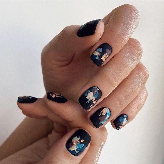 Short black nails design