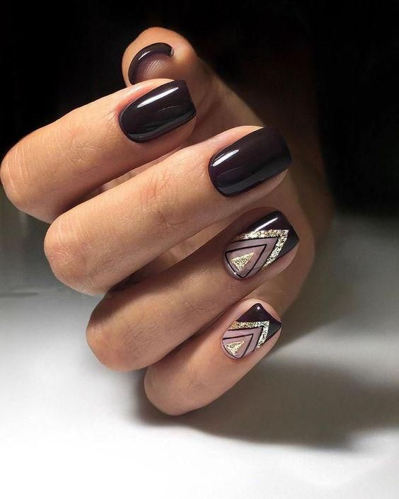 Short brown nails with geometric patterns
