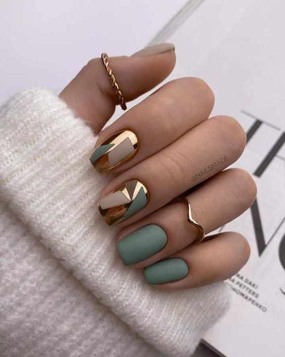 Short green nails with golden foil