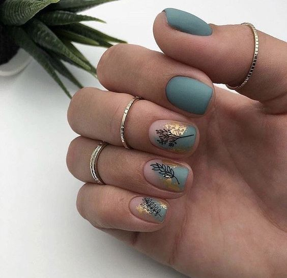 Short green nails with patterns