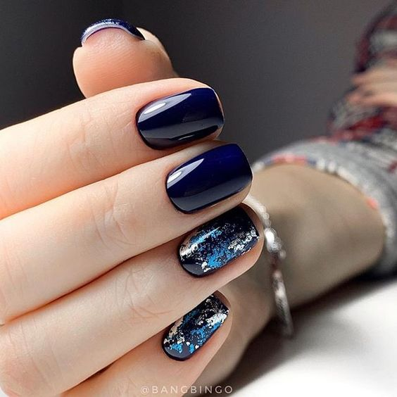 Short navy blue nails with silver foil