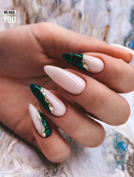 Dark green nails with marble effect