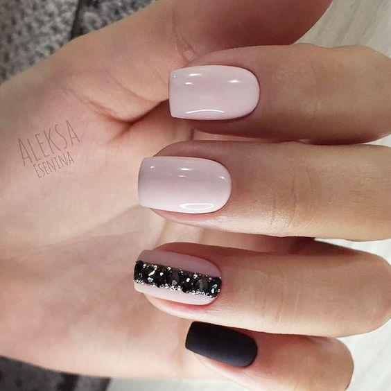 Elegant beige nails