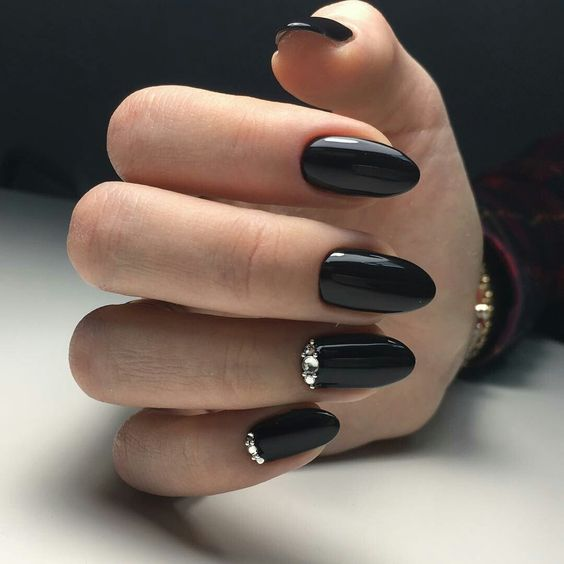 Elegant black nails