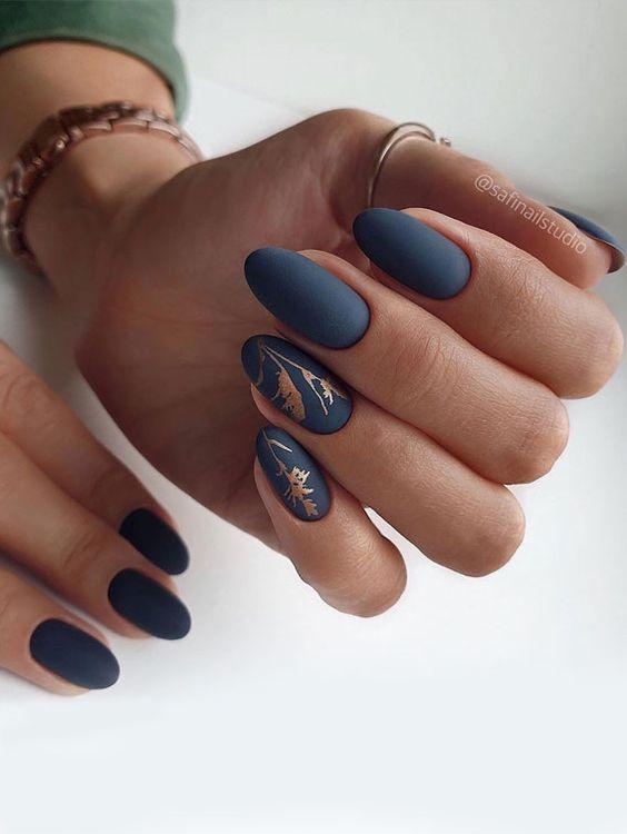 Elegant dark gray nails