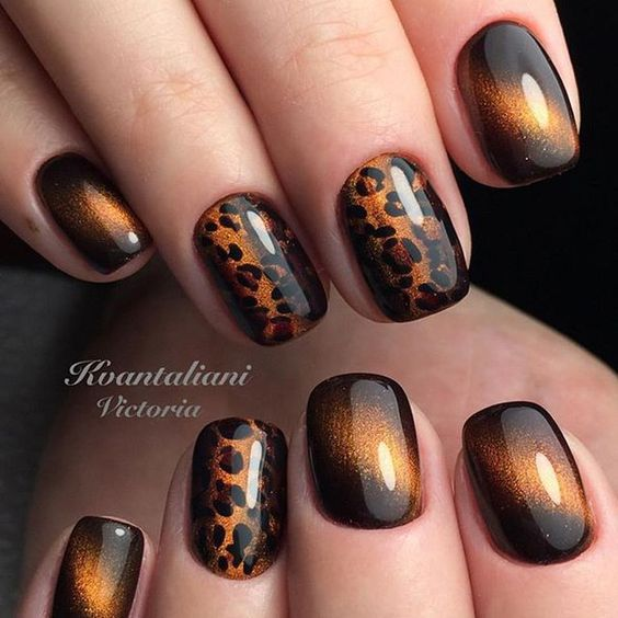 Golden cat eye nails