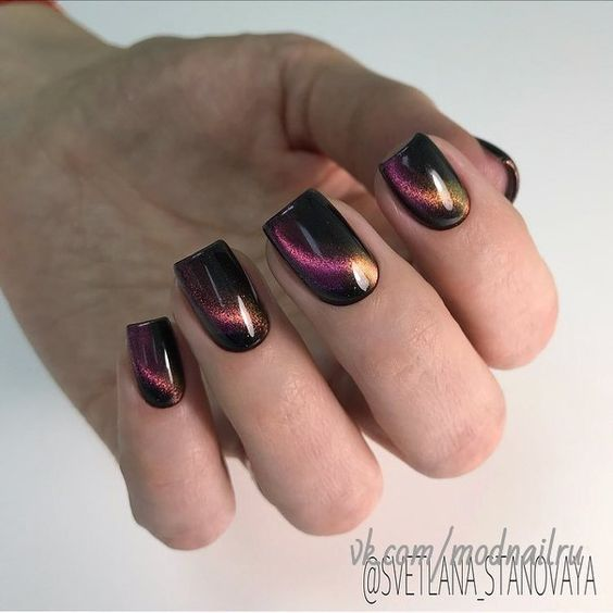 Short nails with cat eye