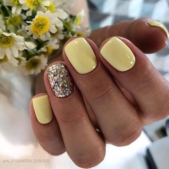Yellow nails with glitter