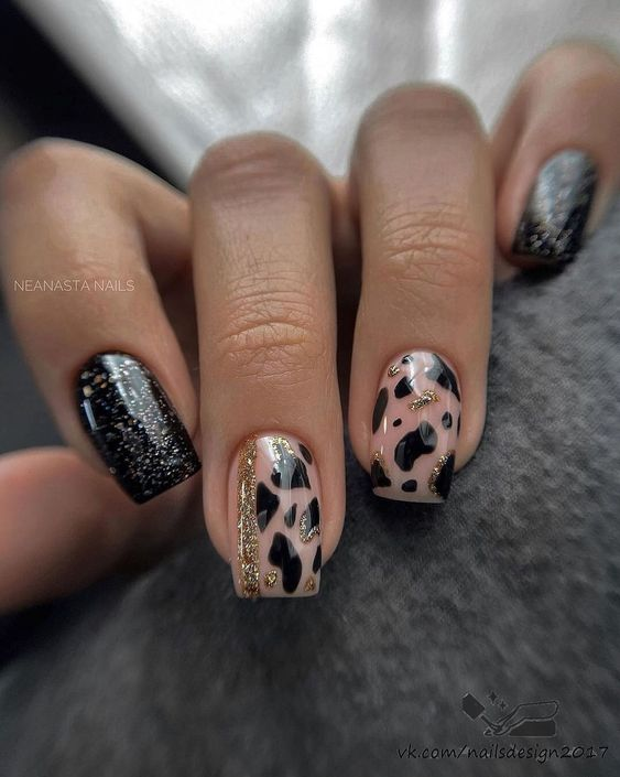 Black nails with particles
