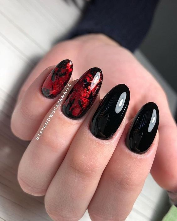 Black nails with transfer foil