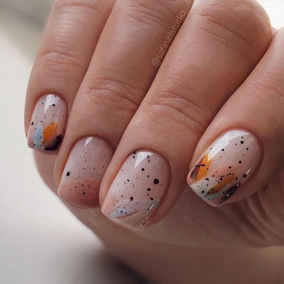 Nails with dots for spring