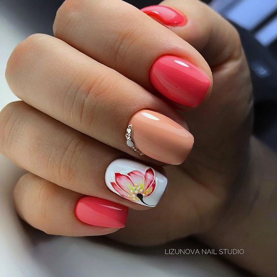 Nails with flowers for spring