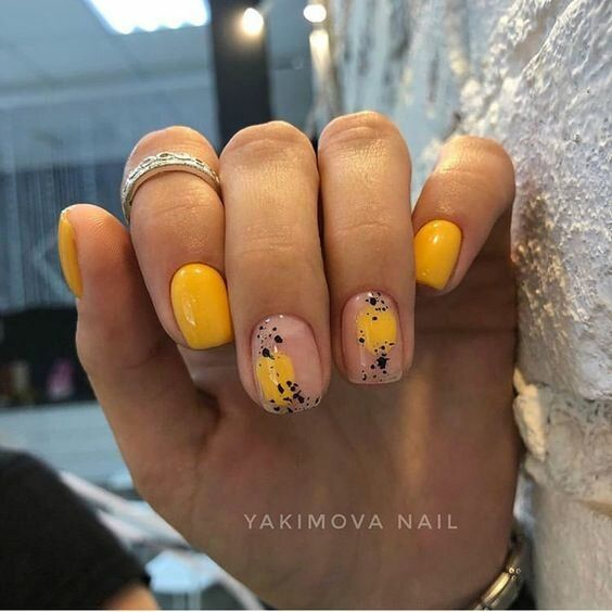 Yellow nails for spring